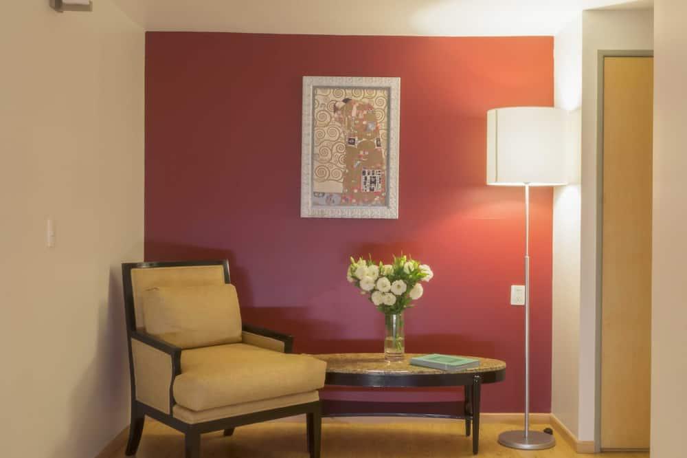 Suite estándar, 1 cama Queen size, vista a la ciudad (Suite Exterior View) - Sala de estar