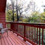 Sweetheart Cabin, 1 Bedroom, Jetted Heart-shaped Tub, Private Outdoor Hot Tub - Erkély