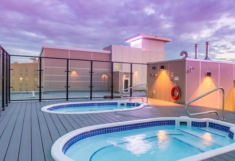 어플로즈 호텔 바이 클리크, 캘거리, 야외 스파 욕조
