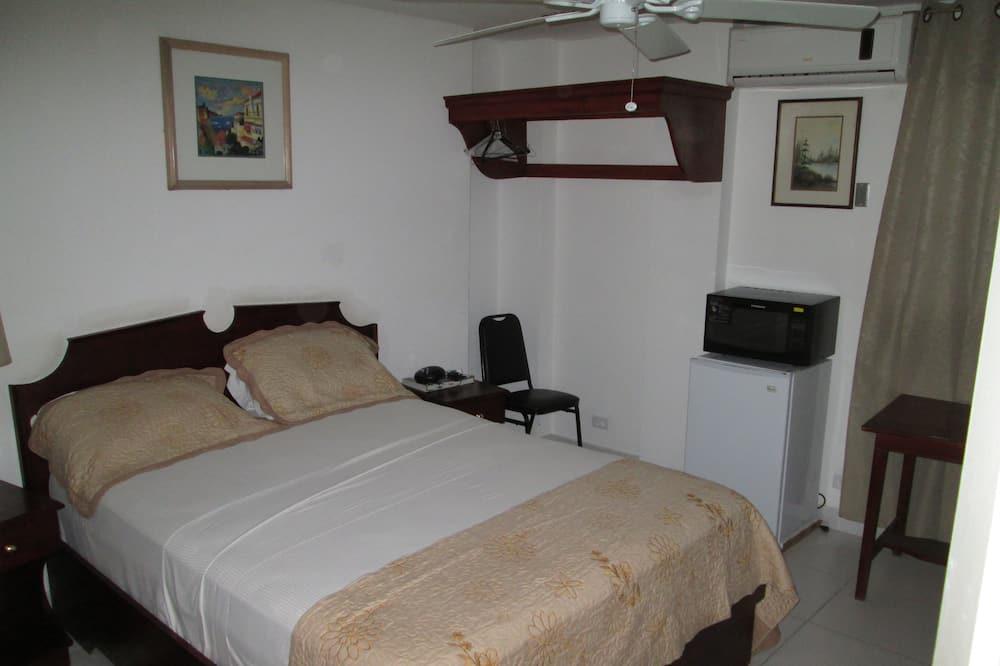 Двухместный номер с 1 двуспальной кроватью, 1 двуспальная кровать «Квин-сайз» - Мини-холодильник