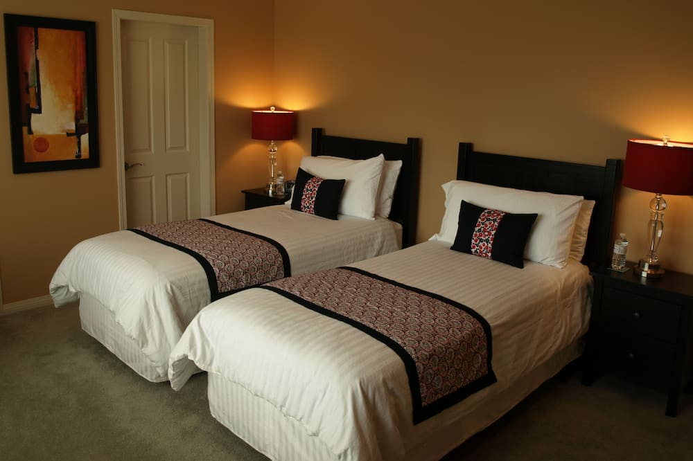 Suite, 1 King bed or 2 Twin beds, Non Smoking, Garden View - Garden View