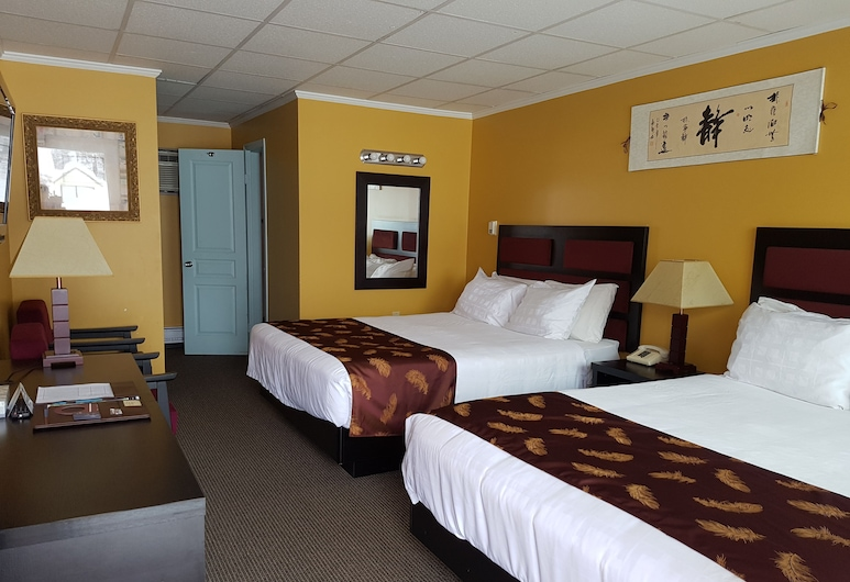 Alpine Inn & Suites, Revelstoke, Room, 2 Queen Beds, Kitchen, Guest Room