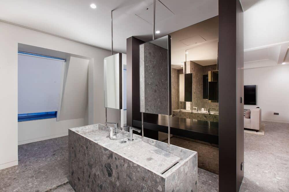 SR Suite - Bathroom