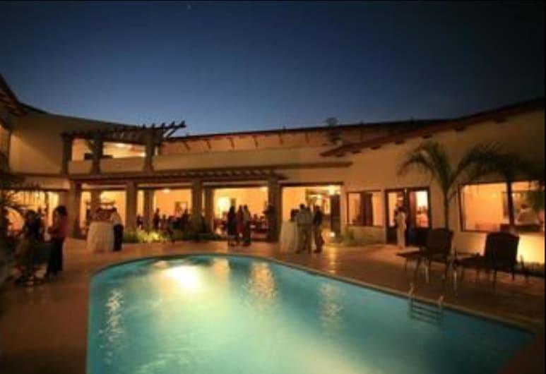 Hotel Los Portales, צ'יננדגה, בריכה
