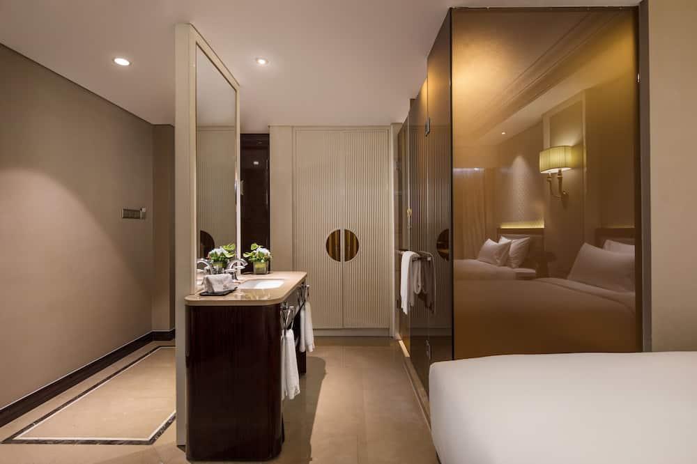 Luxusná izba, 1 extra veľké dvojlôžko, fajčiarska izba, výhľad na mesto - Kúpeľňa