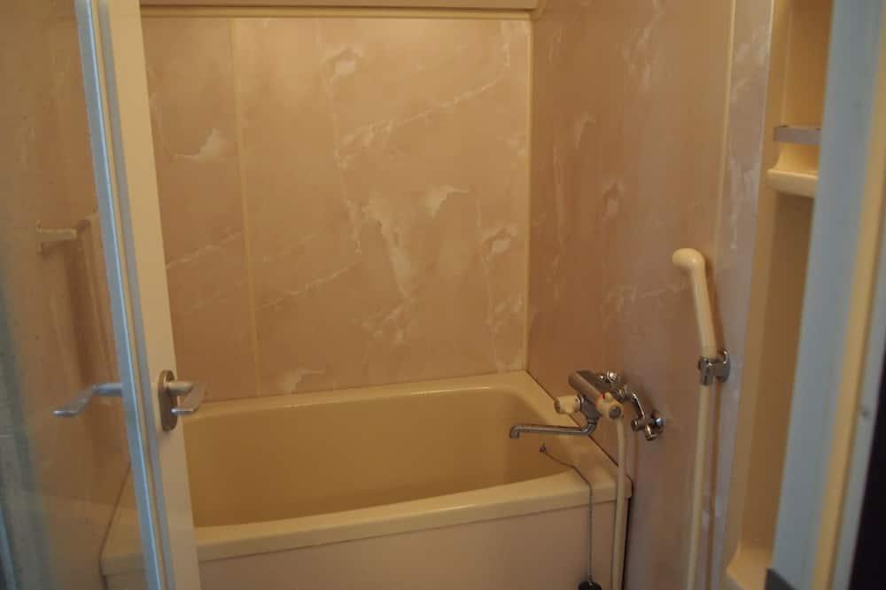 Trokrevetna soba, za nepušače (Male Domitory) - Kupaonica