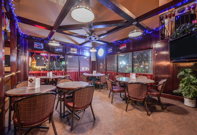 Canadas Best Value Inn Whitecourt, Whitecourt, Hotel Bar