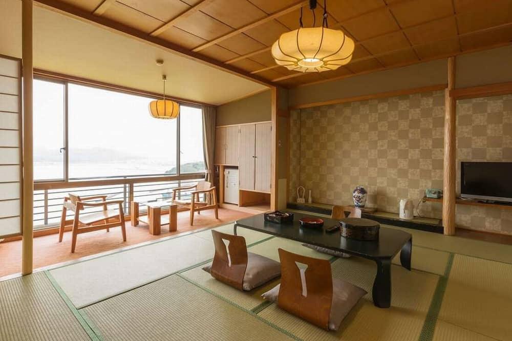 Traditional-Zimmer, Raucher, Meerblick (Japanese Style, Main Building) - Essbereich im Zimmer
