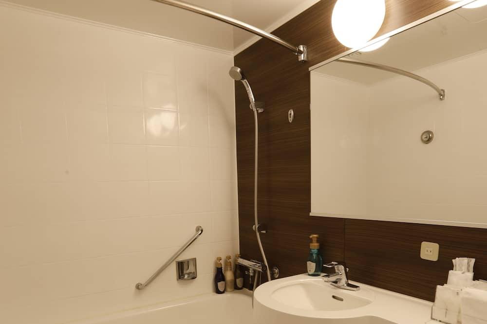 Standard Twin Room, Smoking, Partial Sea View - Bilik mandi
