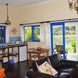 Standard Studio, Non Smoking, Kitchenette (Seductive Saffron) - Living Area