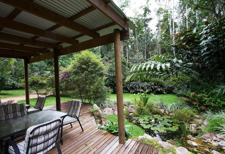 Crater Lakes Rainforest Cottages, Lake Eacham, Terrace/Patio