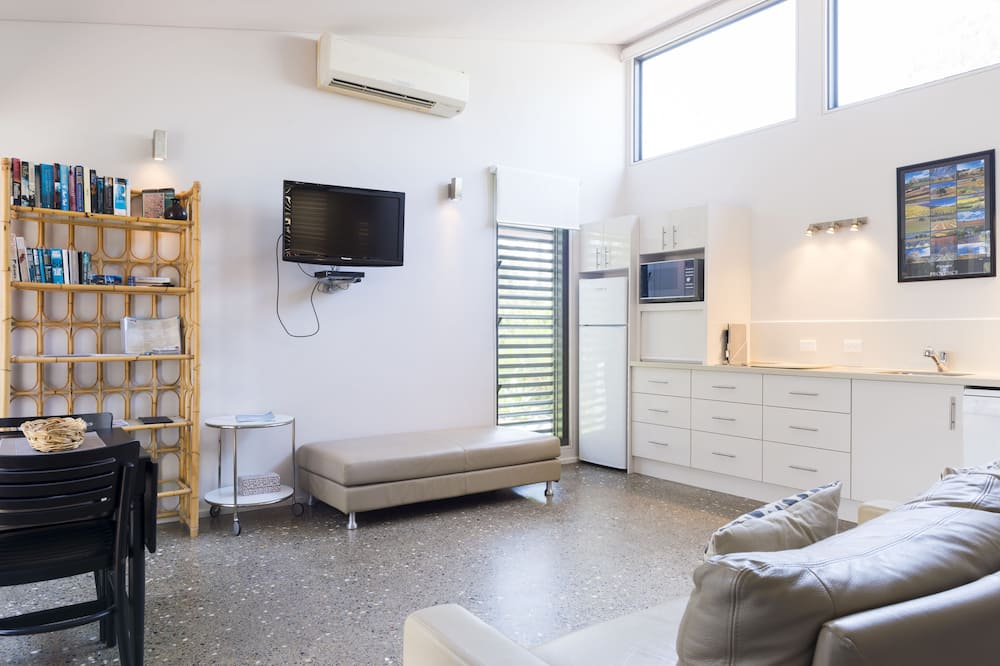 Standard Apartment, 1 Bedroom, Non Smoking, Kitchen (Hyams) - Living Area