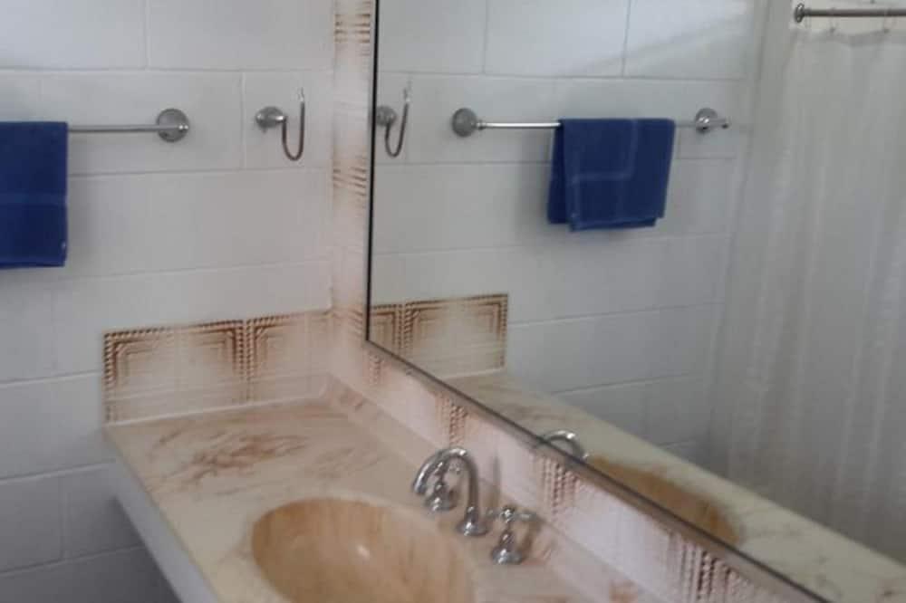 Phòng dành cho gia đình, Không hút thuốc (Family Room with 3 beds) - Phòng tắm