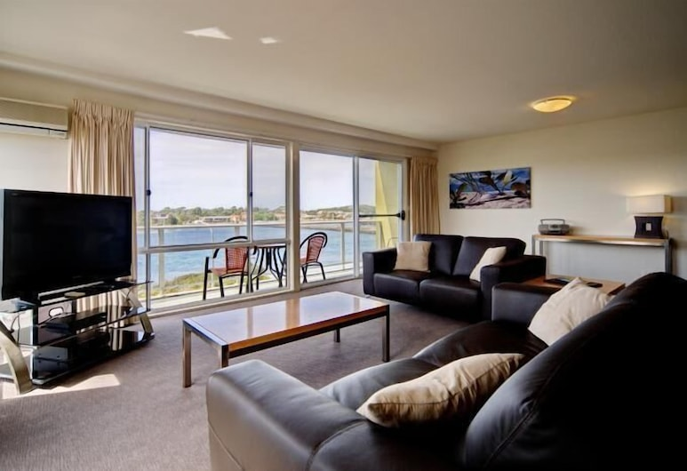 Albacore Apartments, Merimbula, Standard Apartment, 1 Bedroom, Kitchen (Lakeview), Living Area