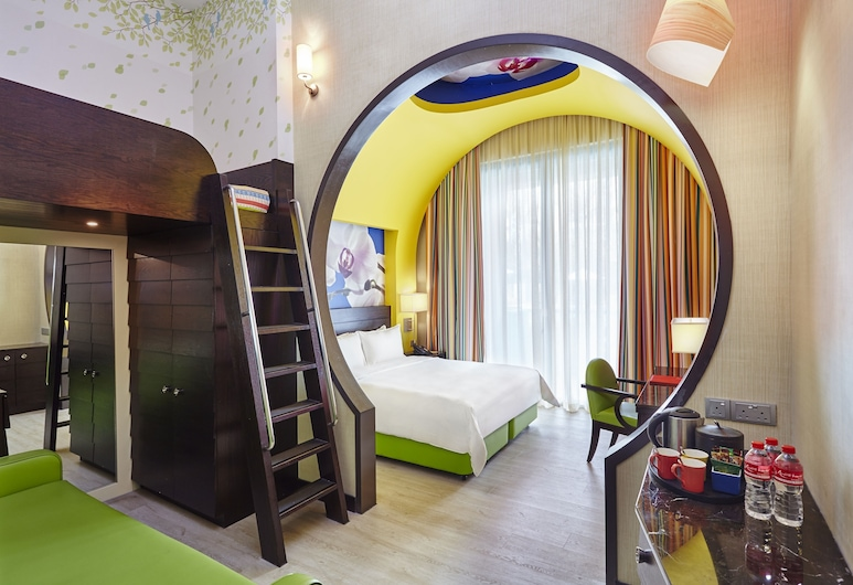 Resorts World Sentosa - Festive Hotel, Singapore, Deluxe Family King, Guest Room