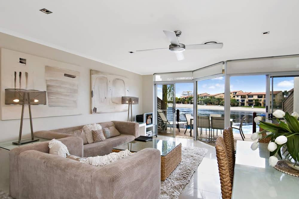 3 Bedroom Absolute Waterfront Apartment - Living Room