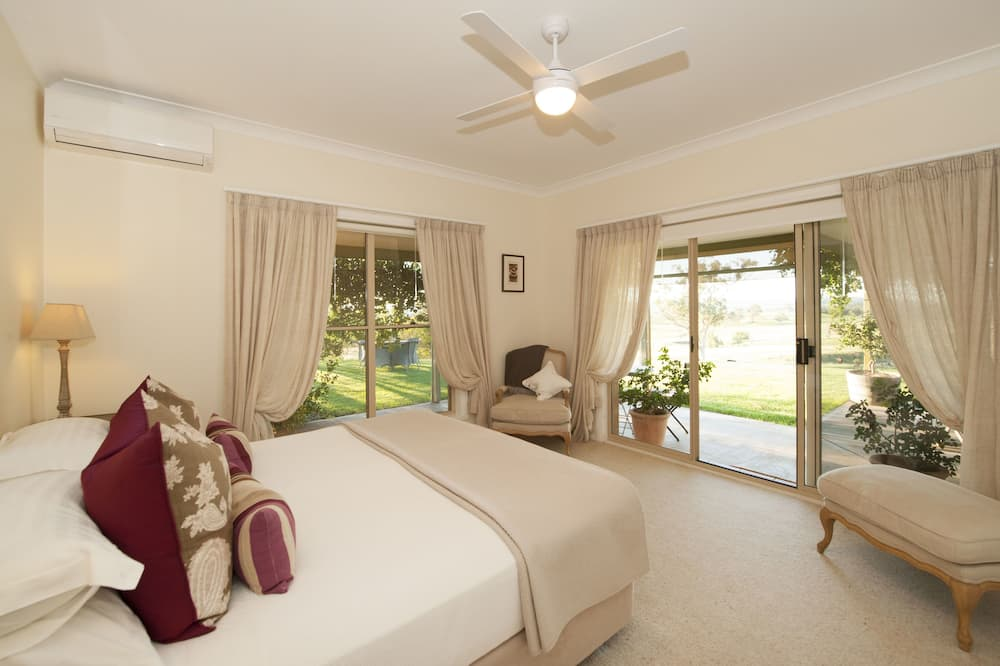 Rosby Guesthouse with view (4 Bedrooms) - Guest Room