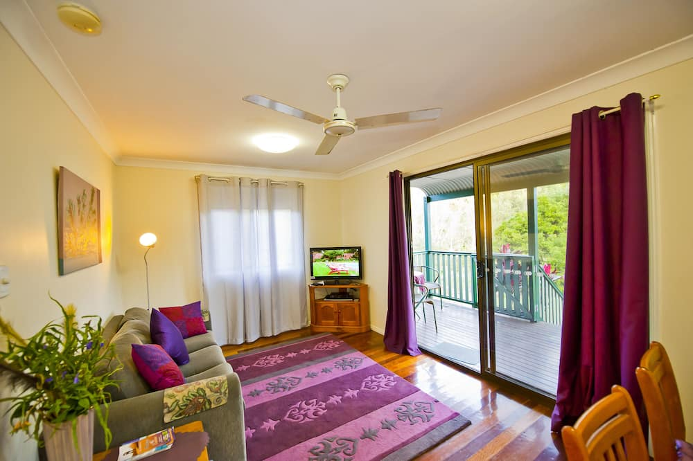 Cottage, 1 Bedroom (Queen Cottage) - Living Area