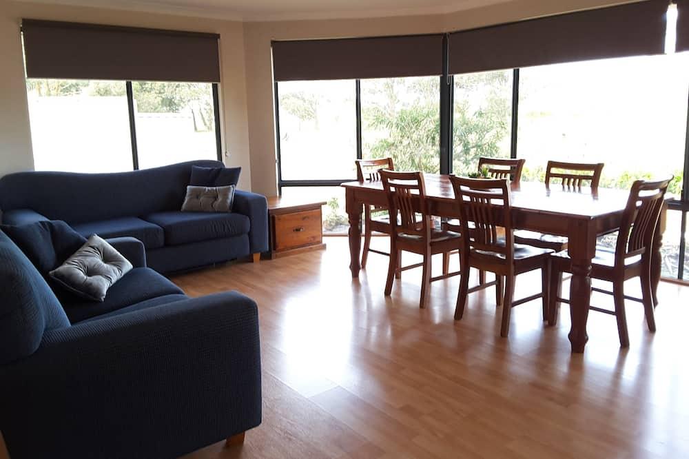 Standard-Suite, 2Schlafzimmer, Nichtraucher, Küche (CHALET 1 The Cape Howe) - Wohnbereich