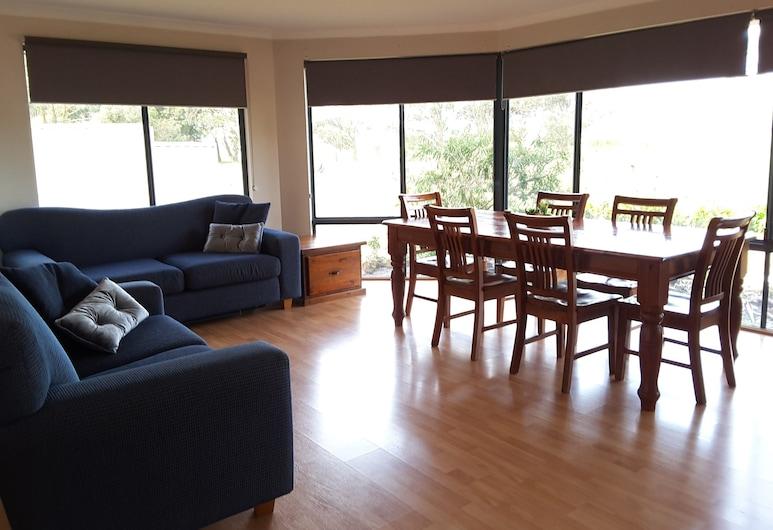 Cosy Corner Chalets, Kronkapa, Standarta luksusa numurs, divas guļamistabas, nesmēķētājiem, virtuve (CHALET 1 The Cape Howe), Dzīvojamā zona