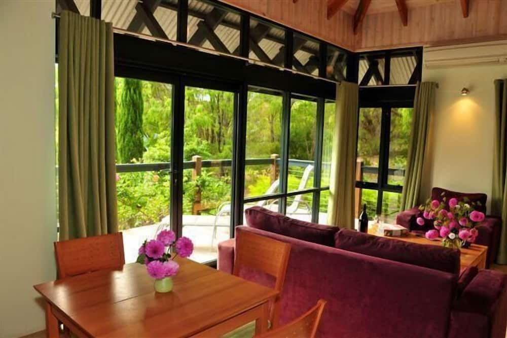 Luxury Spa Cottage with Lake View - Living Area