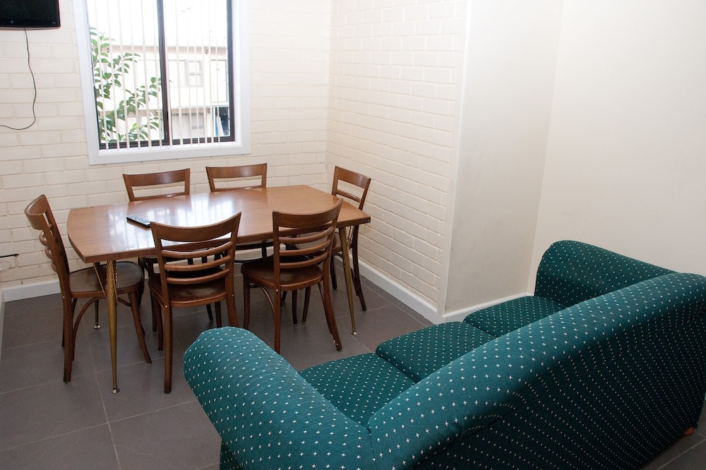 Apartment, 2 Bedrooms (Upstairs) - Living Room