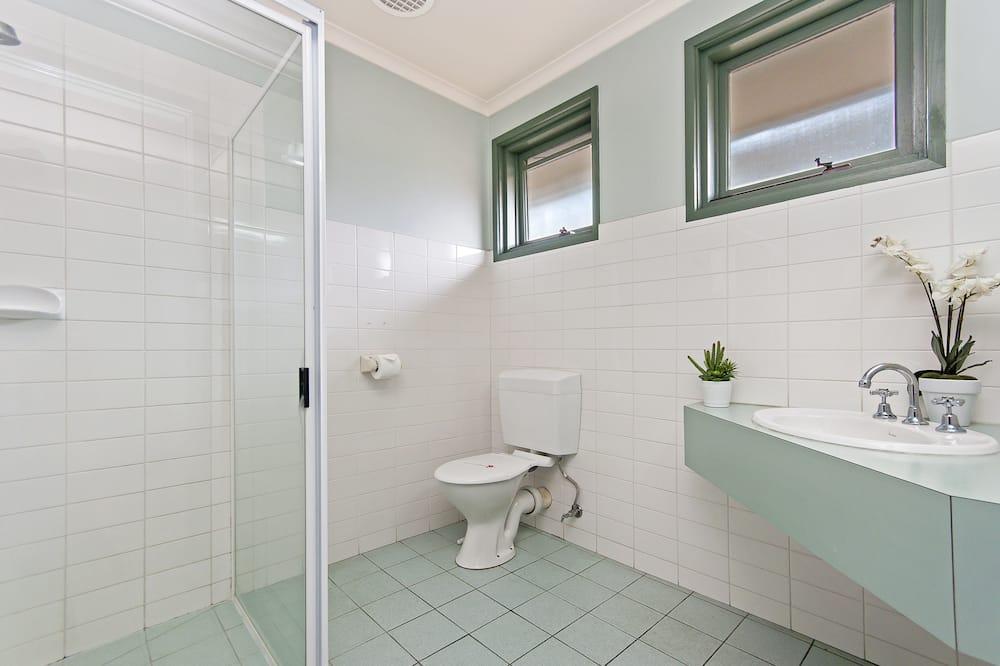 Queen Room with Breakfast - Bathroom