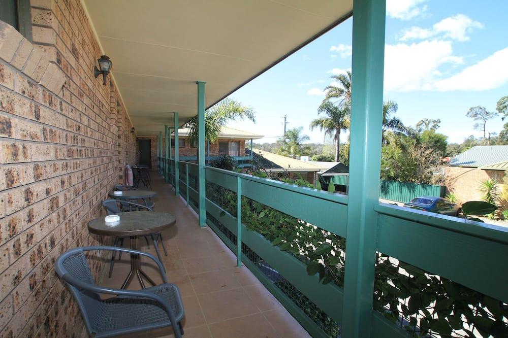 Standartinio tipo trivietis kambarys, Nerūkantiesiems - Terasa / vidinis kiemas