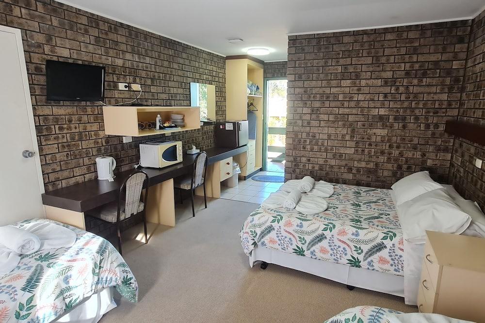 Standartinio tipo trivietis kambarys, Nerūkantiesiems - Vakarienės kambaryje