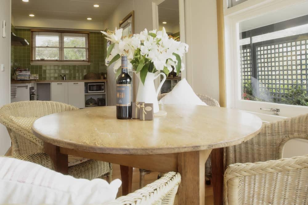 Superior Villa - In-Room Dining