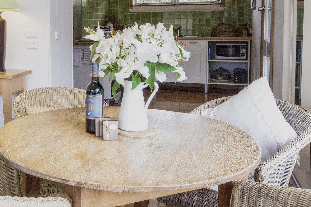 Villa 2 - In-Room Dining