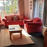 Standard Suite, Multiple Bedrooms, Non Smoking, Kitchen (Aorangi Holiday Home) - Living Room