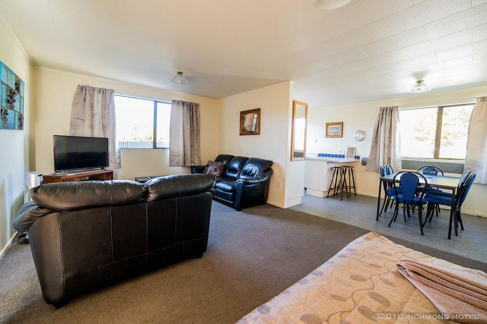 Three Bedroom Motel Room - Guest Room