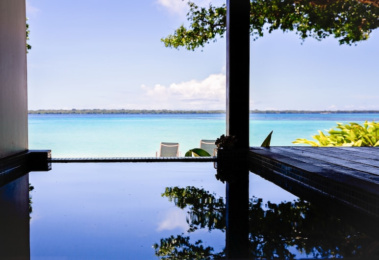 Barrier Beach Resort, Saraotou, Beachfront Executive Suite/Infinity Pool - Fare 9, Beach/Ocean View