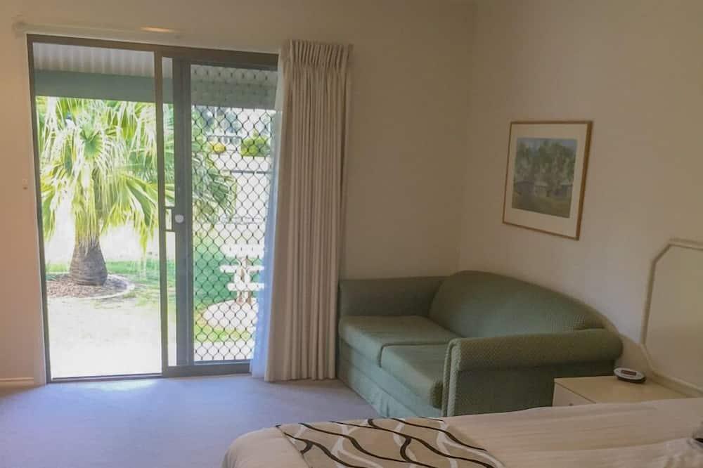 Chambre Standard, baignoire à jets (King size room with sofa) - Vue sur la cour