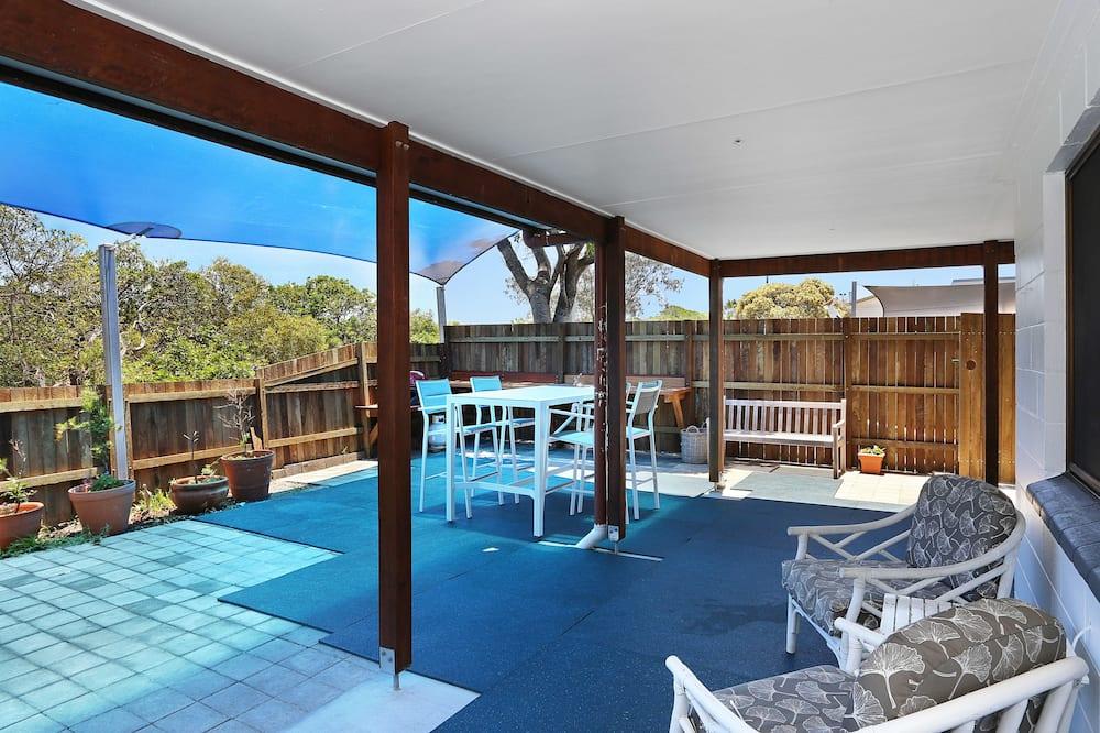 Standard Apartment, 2 Bedrooms, Kitchen (Skipper's Watch) - Teres/Laman Dalam