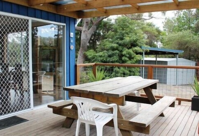 The Blue Shack, Coles Bay, Cottage, 3 Bedrooms, Terrace/Patio