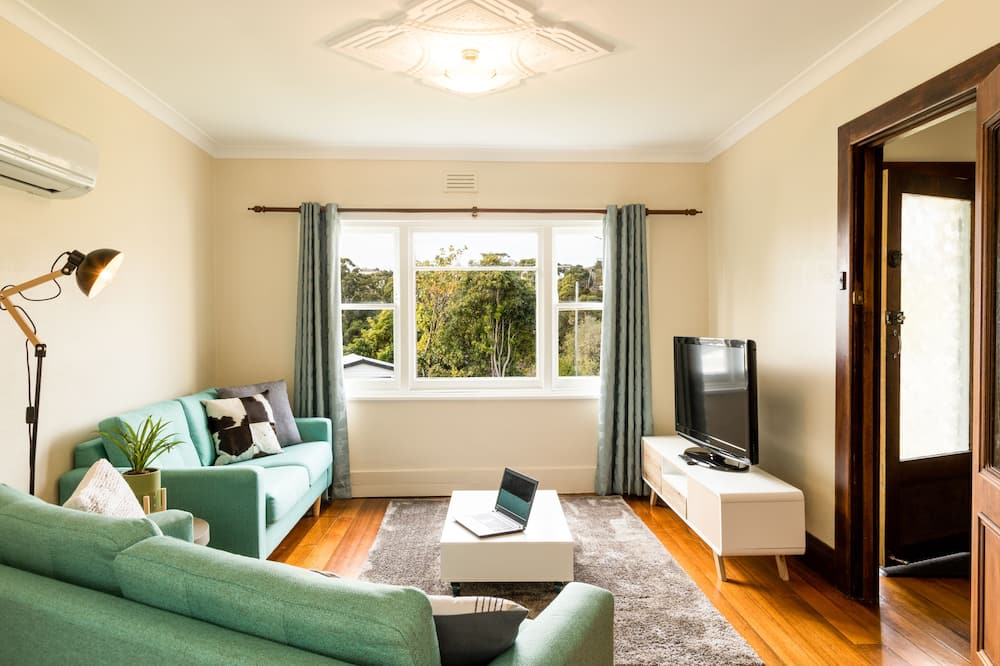 12 Paraka Street - Two Bedrooms City House - Living Area