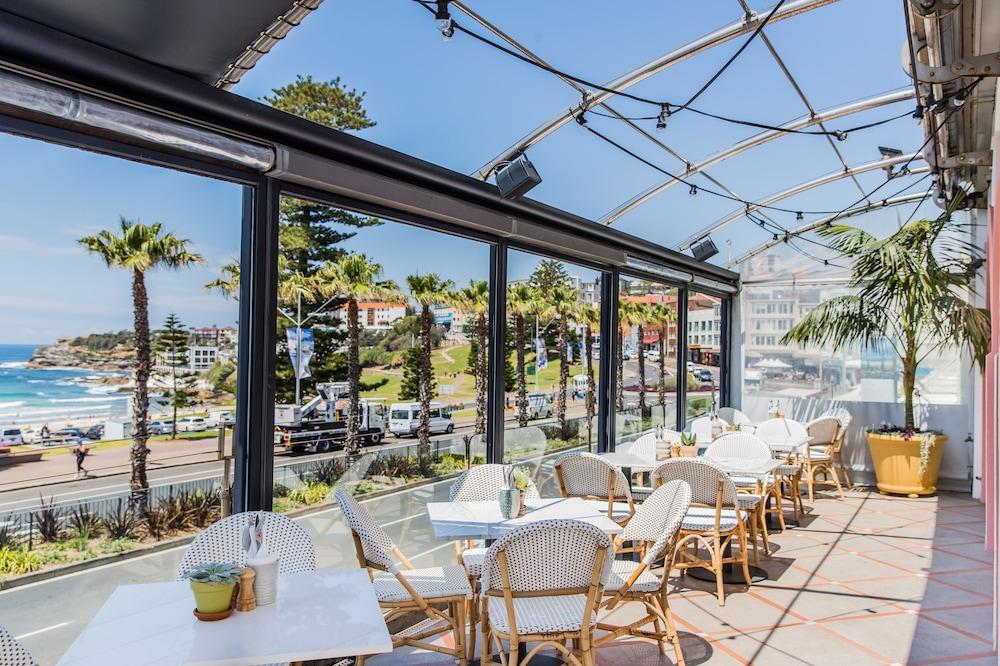 Hotel ravesis em bondi beach for Design hotel australia