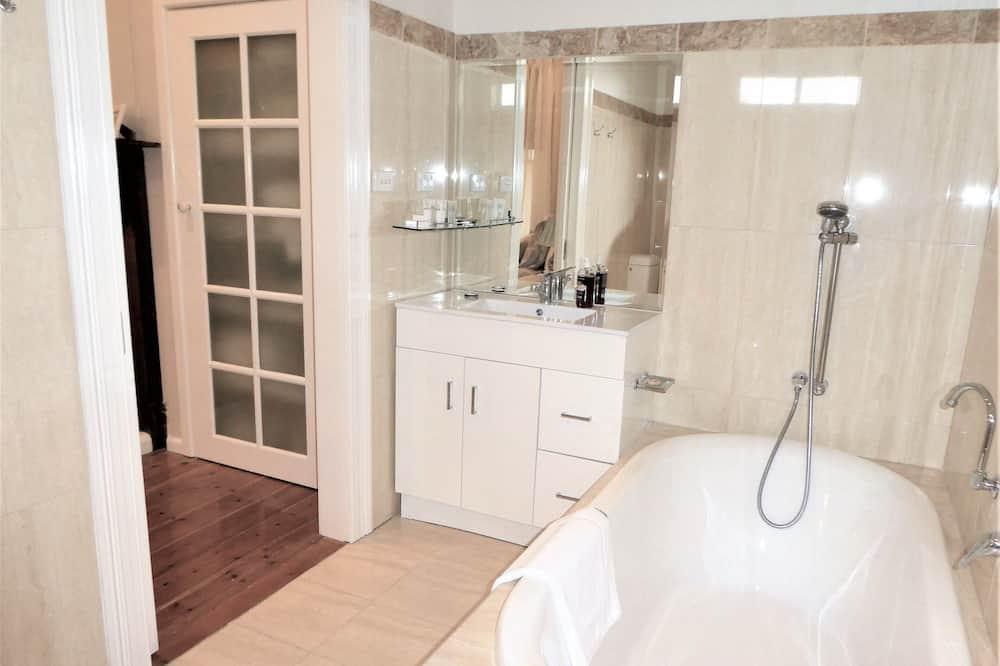 Išskirtinio tipo namas, 3 miegamieji - Vonios kambarys