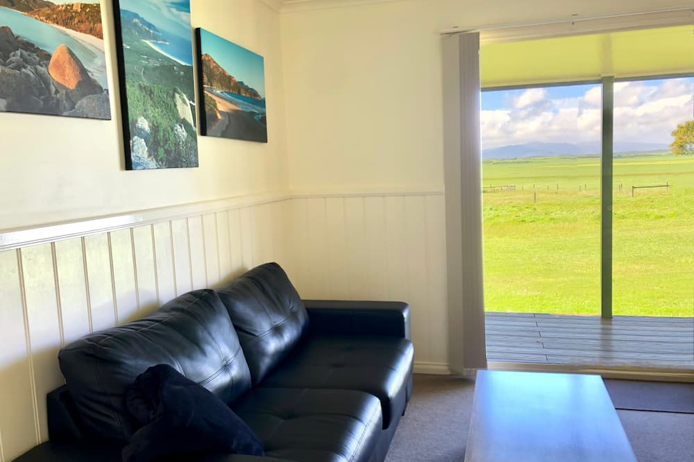 Mountain View Cottage - Living Area