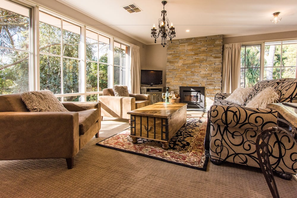Luxury Villa, 2 Bedrooms, Non Smoking, Kitchen - Living Area