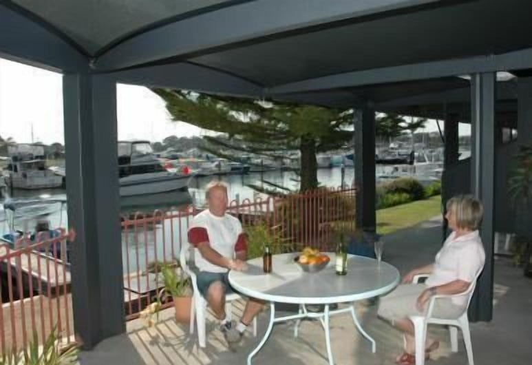 Mariners Cove at Paynesville Motel & Apartments, Paynesville, Outdoor Dining