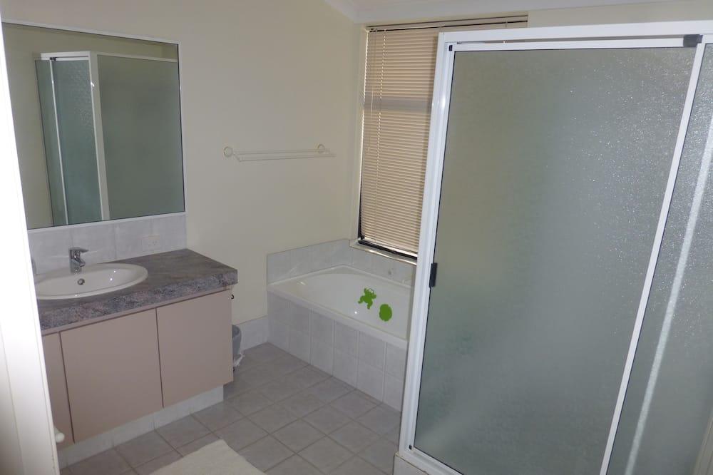 Стандартный номер, для некурящих, общая ванная комната (Twin Room 2 - 2 singles) - Ванная комната
