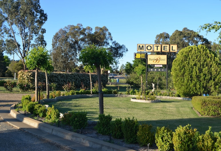 Burringa Motel, Lake Albert, Courtyard
