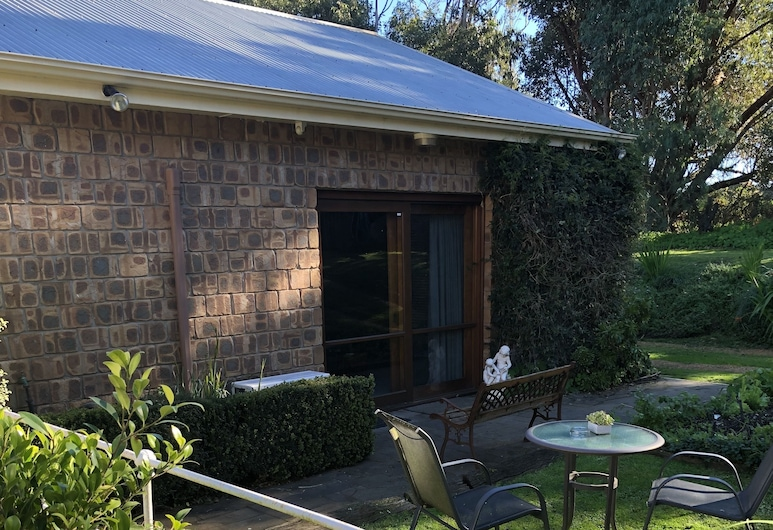 Farmhouse Flat Pet Friendly, Warrnambool, Courtyard