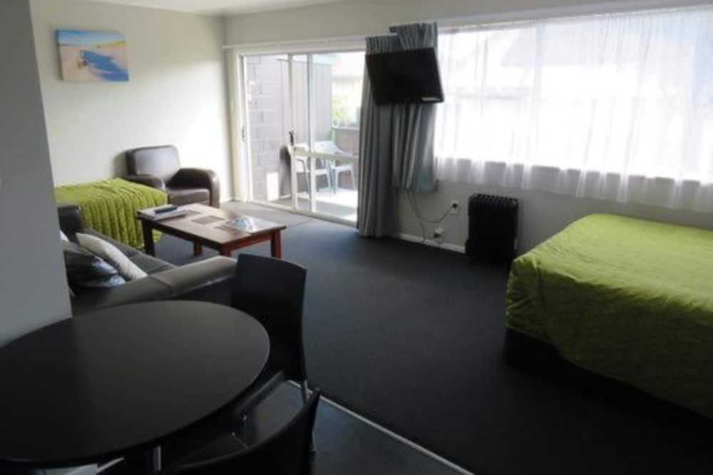 Family Deluxe One Bedroom Villa - Living Room