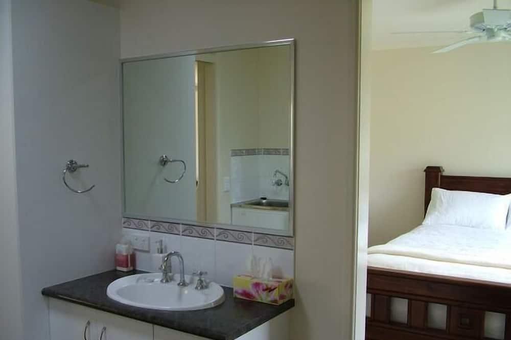 ห้องสแตนดาร์ดสวีท, หลายห้องนอน, ปลอดบุหรี่, ห้องน้ำรวม (Cottage Getaway) - ห้องน้ำ