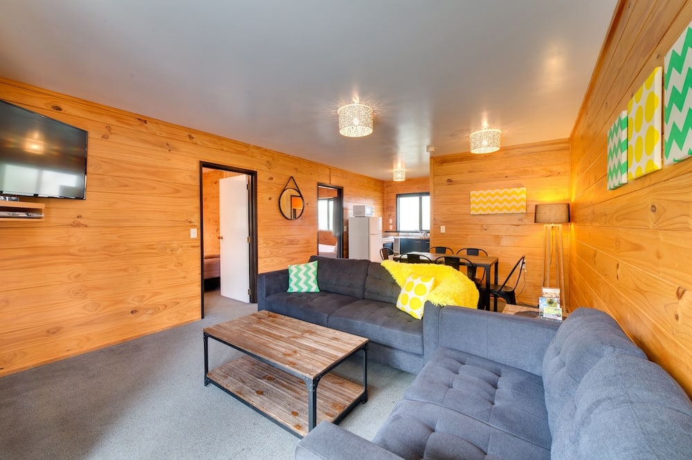 2 Bedroom Motel - 6 Berth - Living Area