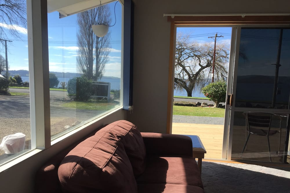 Business Apartment, 1 Bedroom, Non Smoking, Lake View - Living Area